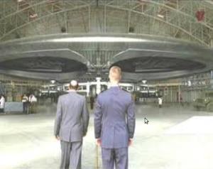 Aerea51: Flugscheibe in Hangar